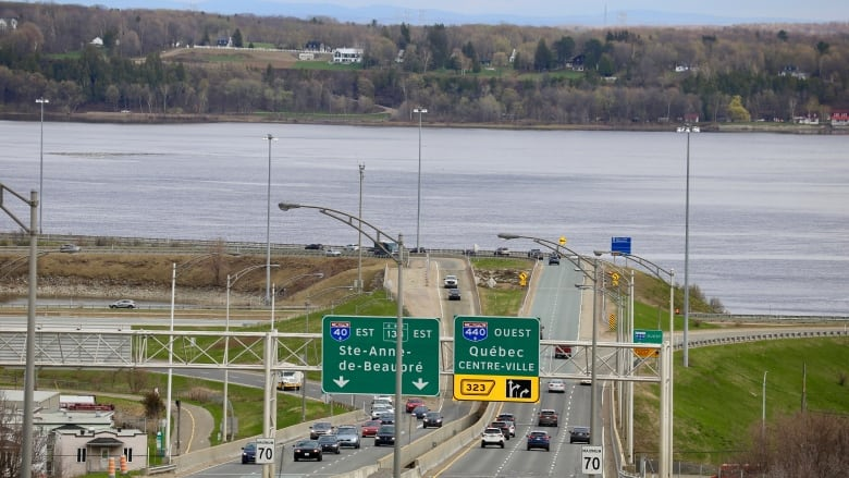 Quebec City's 'third link' needs to be built east of downtown, says transport minister