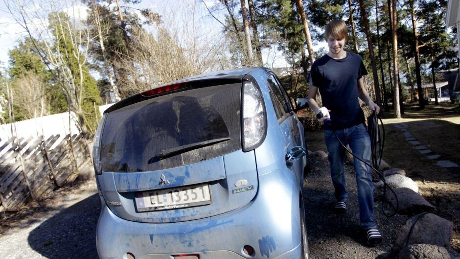 cbc.ca - CBC News - Electric-car rebates: More than free money?