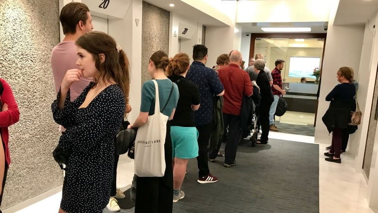 Aussie expats and travellers line up in Vancouver to vote in home election