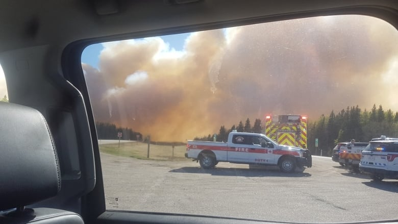 Thousands fleeing wildfire in northern Alberta