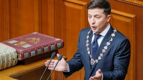 Ukraine's new president gets sworn in, dissolves parliament