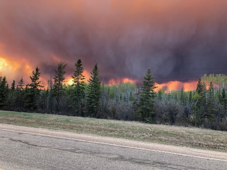 Northern Alberta wildfire ranked at highest danger level, conditions expected to worsen