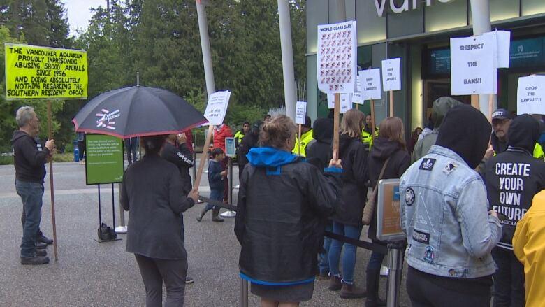 Vancouver Aquarium lawsuit against city, park board draws protest