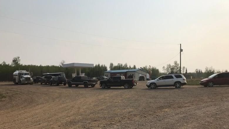 Emergency fuel arrives in Meander River as residents prepare to flee Alberta wildfires
