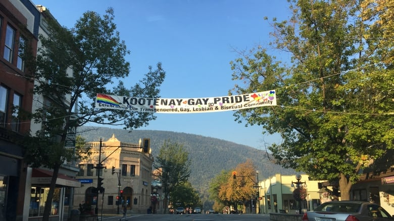 Nelson ends banner dispute by deciding not to hang any from non-profits