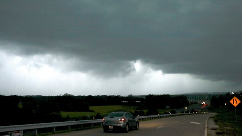 Residents warned to leave home as severe weather batters U.S. Midwest