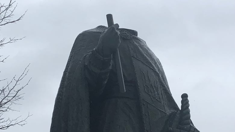https://i.cbc.ca/1.5145721.1558559088!/fileImage/httpImage/image.jpeg_gen/derivatives/16x9_780/st-volodymyr-statue-decapitated-winnipeg.jpeg