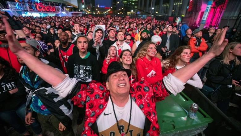 quality design c4a30 98c87 Toronto sports fans in a frenzy as Raptors reach NBA Finals ...
