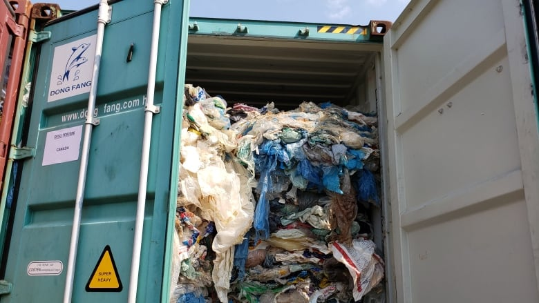Philippines sends tonnes of illegal rubbish back to Canada in shipping containers
