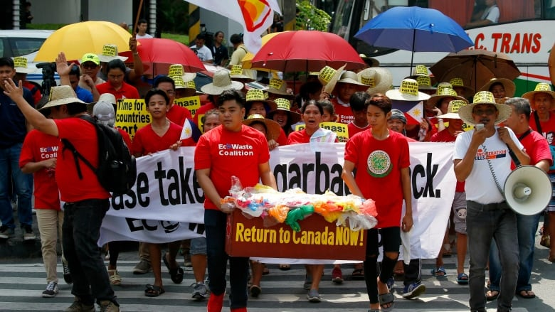 You Cant Go Wrong Blaming Illegal >> Canada Partly To Blame For Trash Fracas With Philippines Say