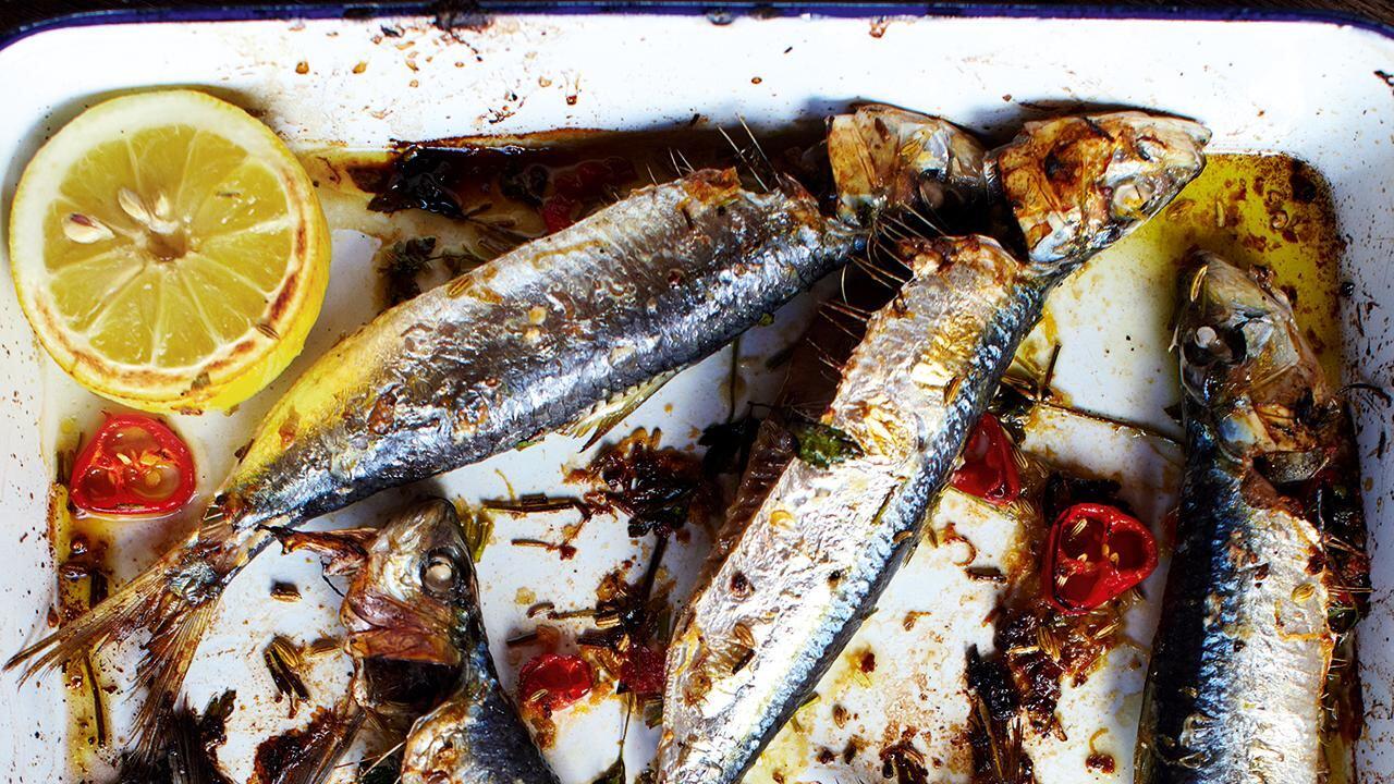 Jamie Olivers 30 Minute Meals Grilled Sardines Crispy Halloumi Watercress Salad Figs