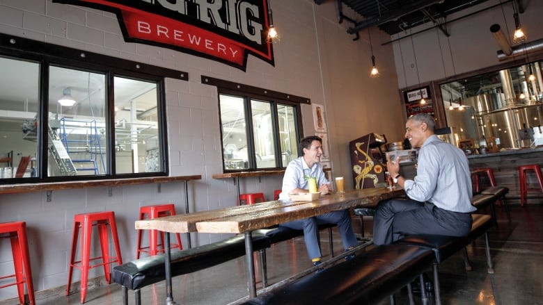 'Just 2 regular guys': Trudeau, Obama grab a pint at Ottawa brewery