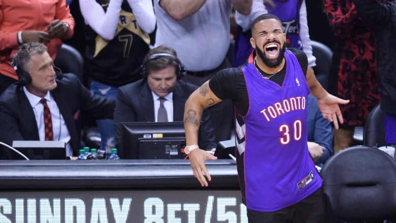 50b72bbce7e Drake spoiled Steph's plan to wear dad Dell Curry's Raptors' jersey in  Toronto