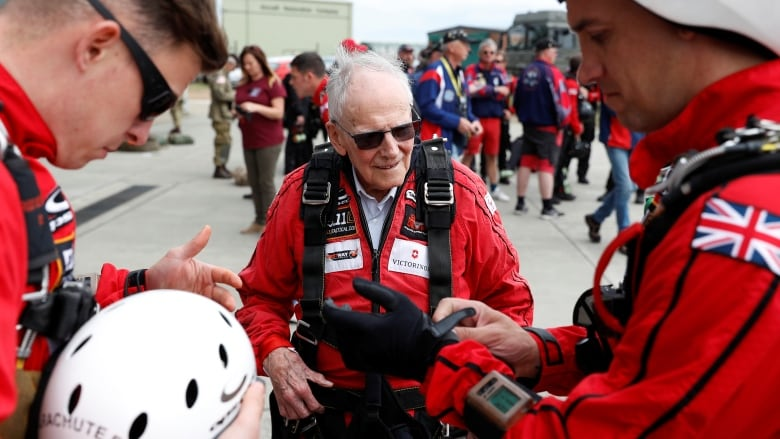 95-year-old D-Day vet says parachuting over Normandy the 2nd