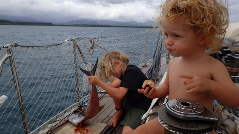 Family of 5 heads home to Canada after 7-year ocean adventure