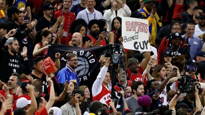 Raptors and fans stun Warriors inside Oracle Arena