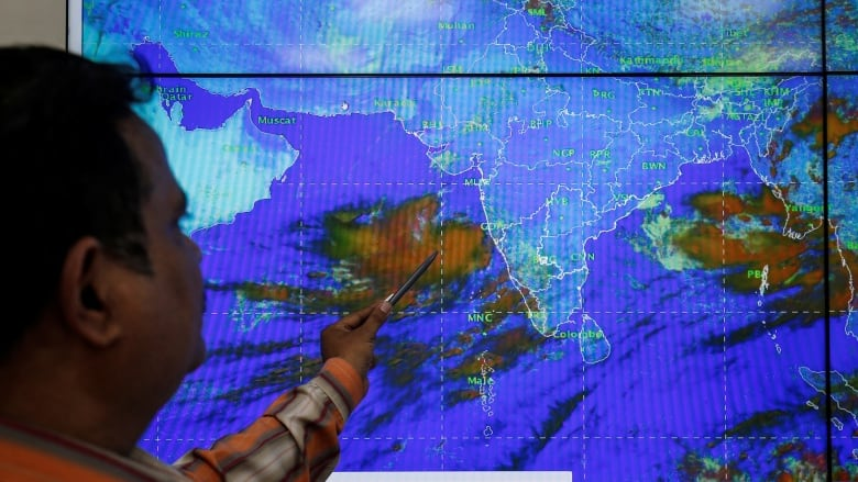 India to move 300,000 people as cyclone nears west coast