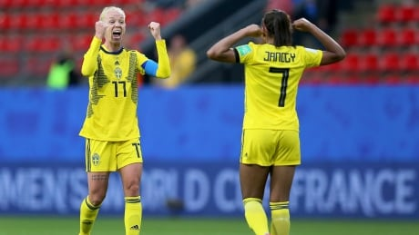 Sweden defeats newcomers Chile after weather delay