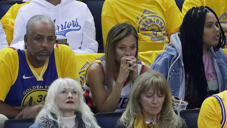 Video Emerges Of Raptors Fans Heckling Swearing At Stephen Curry S Parents Cbc News