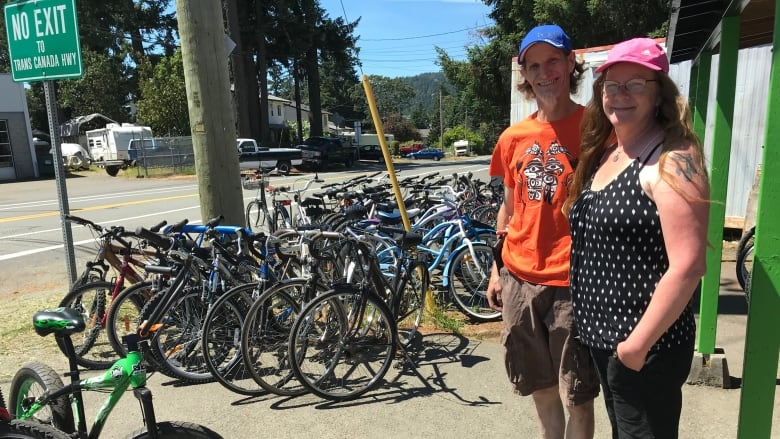 Vancouver Island couple refurbish damaged bikes to send to Uganda