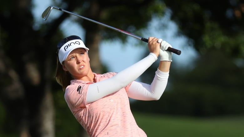 Brooke Henderson vaults into lead after 1st round of LPGA Tour event