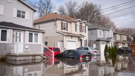 Houses and cars underwater