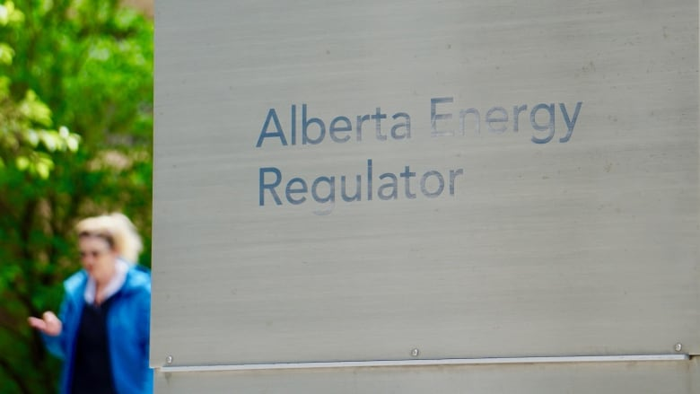 Alberta Energy Regulator paying a 3rd executive to commute