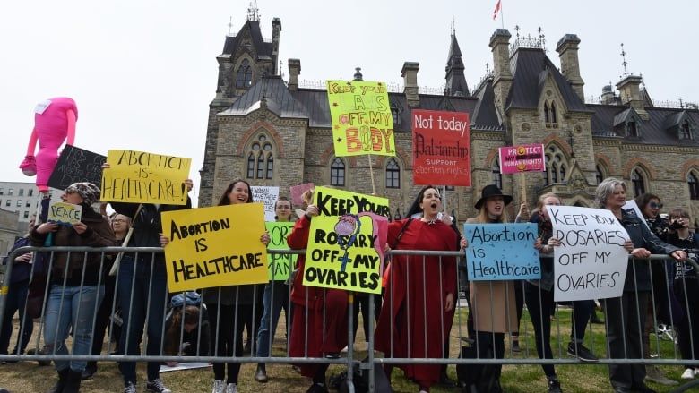 NDP willing to withhold health funding to provinces with abortion barriers