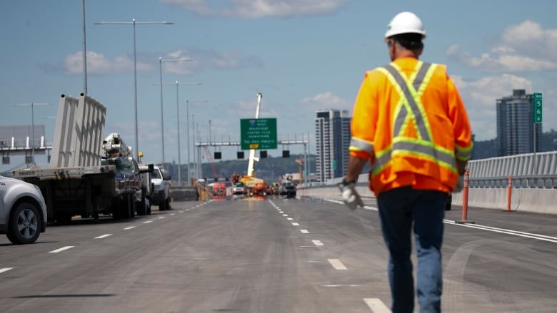 Champlain Bridge's Montreal-bound lanes to close for weekend