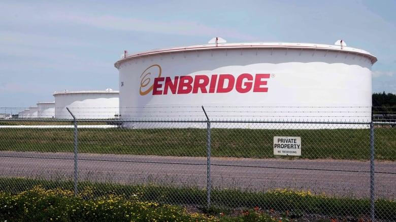 Lake spill risk snarls Enbridge pipeline project after many