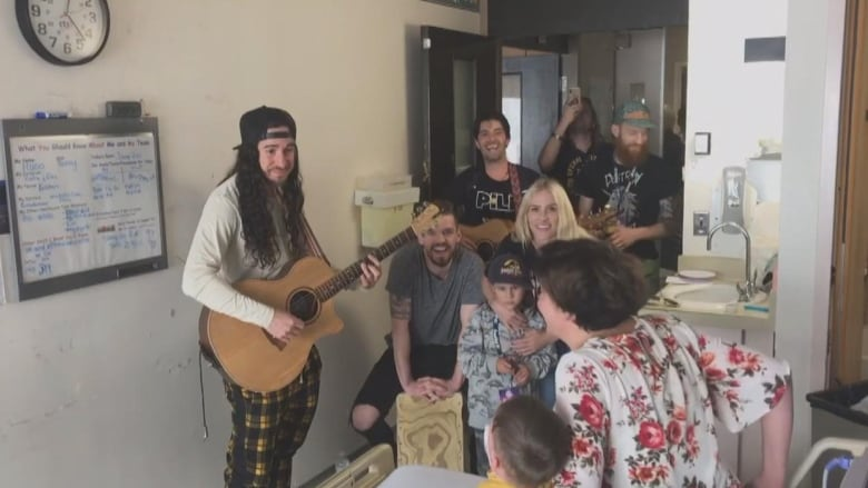 Walk Off the Earth visits sick Saskatoon boy in hospital before Jazz Fest performance