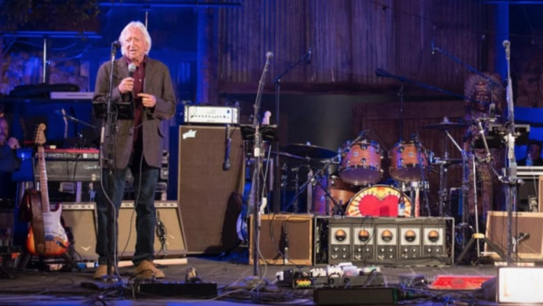 Elliot Roberts, manager for Neil Young and Joni Mitchell, dead at 72