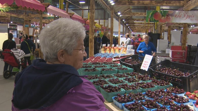 New farmers' market brings fresh, local goods to south Edmonton