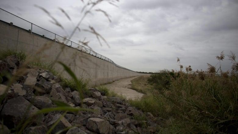 Woman, 3 young children found dead near Texas-Mexico border