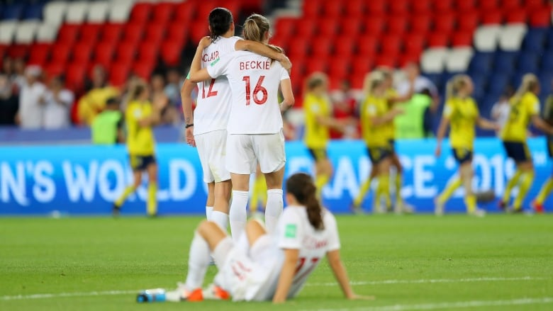 Christine Sinclair passed on crucial penalty kick in loss to Sweden and many are wondering why