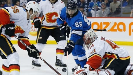 flames-jets-heritage-classic-190316-1180