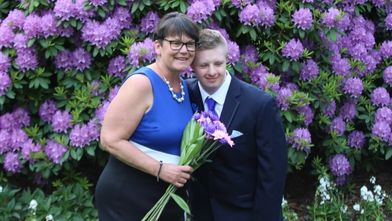 Teen with Down syndrome asks teaching assistant to prom — she says 'Absolutely!'