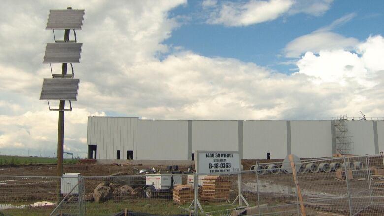 $120-million Edmonton-area Amazon warehouse to open next