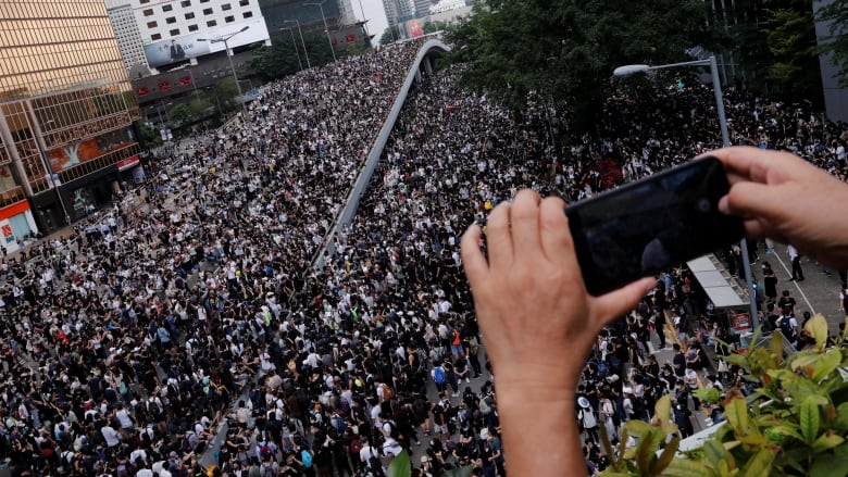 Hong Kong protesters go offline to dodge China's digital