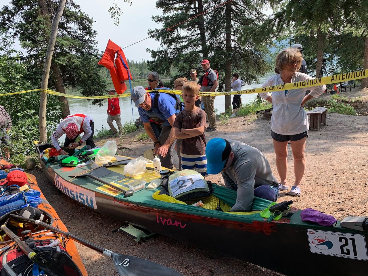 Sask  canoeists win epic Yukon River Quest race | CBC News