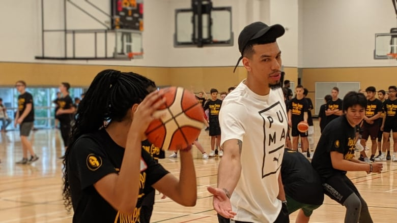 Raptors Star Danny Green Hits The Court With Winnipeg Youngsters Cbc News