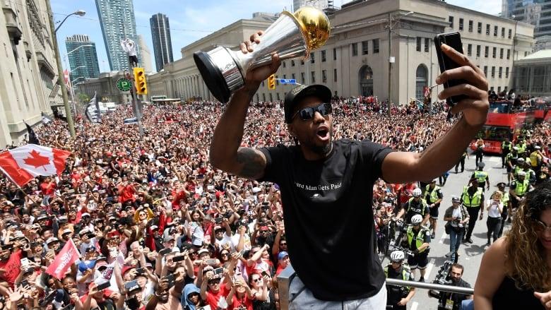 Kawhi Leonard bolts champion Raptors for Clippers | CBC Sports