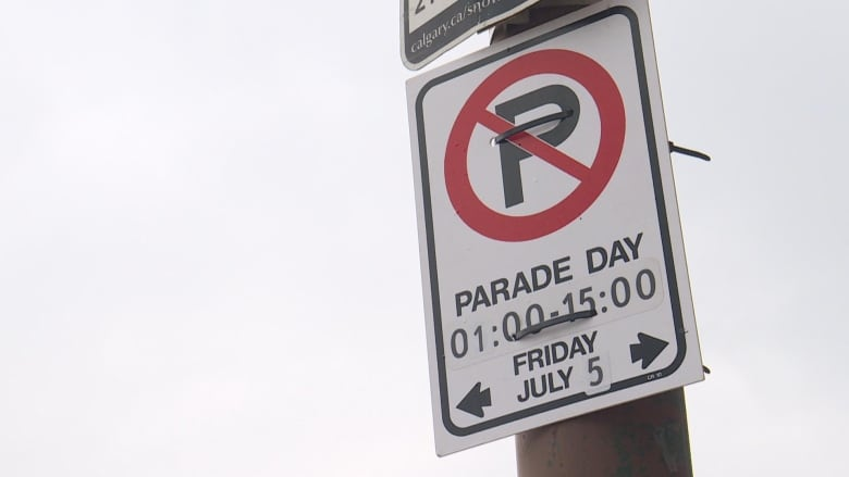 A Temporary Parking Ban Sign Warns Motorists To Remove