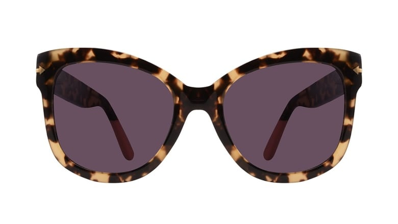 e202a325e9e9 There's something undeniably chic about a pair of supersized specs that  have a thick tortoiseshell frame with raised-corners — probably because the  style is ...