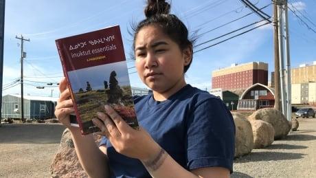Inuktut syllabics Makpa Otak