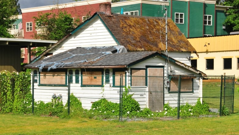 Eyesore or part of the attraction? Old buildings in Fort Langley could be torn down