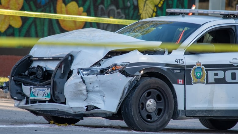 https://i.cbc.ca/1.5211327.1563070201!/fileImage/httpImage/image.jpg_gen/derivatives/16x9_780/police-cruiser-smashed.jpg