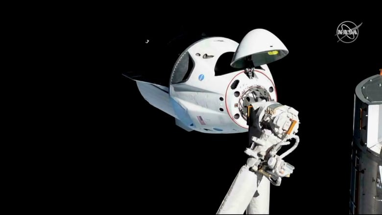 SpaceX astronaut mission looking 'increasingly difficult' in 2019, VP says