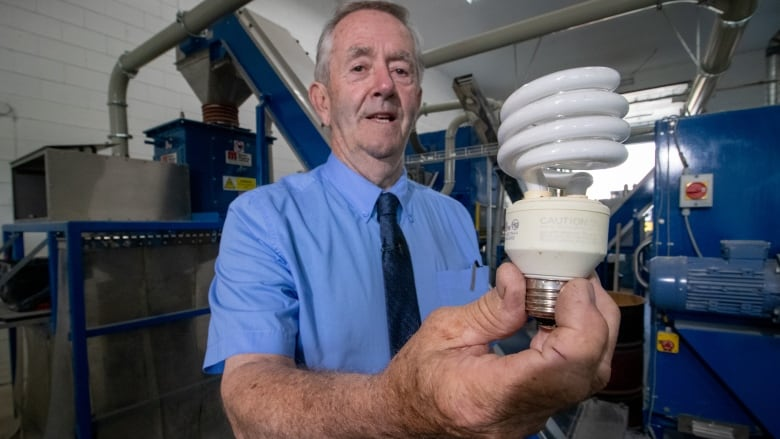 Ottawa unveils plan for safe disposal of mercury-filled light bulbs