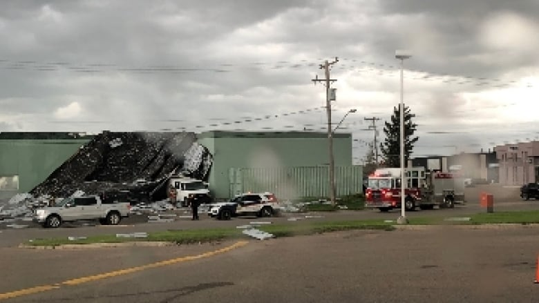 Stormy weather rips roof off business in Saskatoon